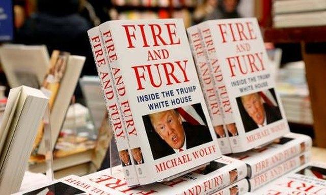 Ρεκόρ πωλήσεων για το βιβλίο που «καίει» τον Τραμπ