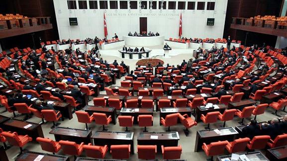 Άγριο ξύλο στην τουρκική βουλή για το αμφιλεγόμενο ν/σ (vid)