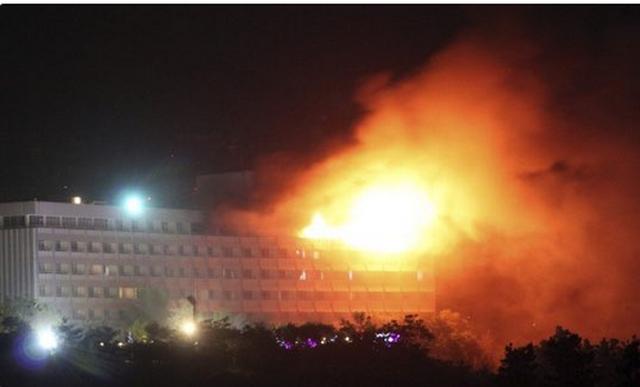 Λουτρό αίματος στη Καμπούλ: Ένοπλοι εισέβαλαν σε ξενοδοχείο