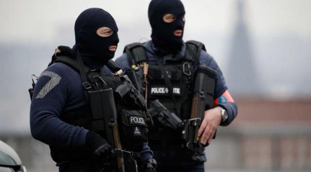 Συναγερμός στις Βρυξέλλες με ένοπλους σε κτίριο