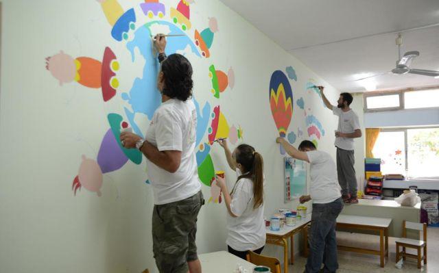 Εθελοντές «δίνουν χρώμα» στη ζωή μη προνομιούχων παιδιών