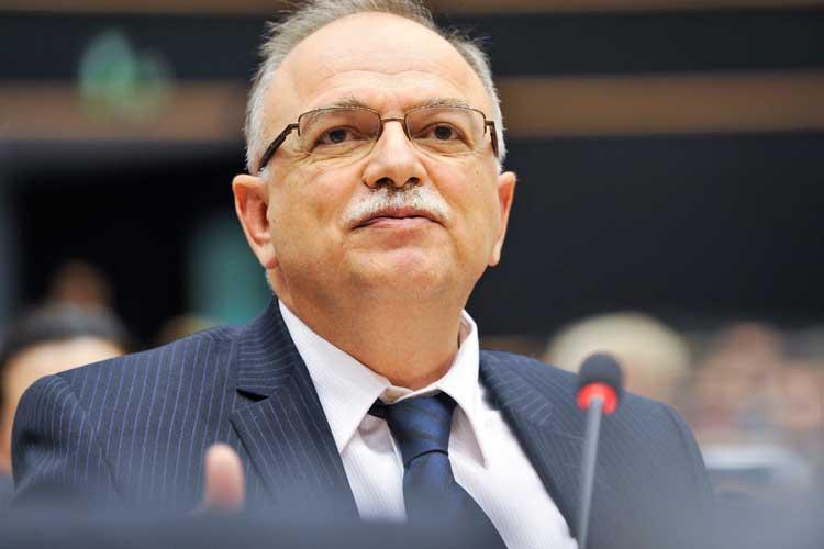 Έτινγκερ σε Παπαδημούλη: Υπάρχει προβληματισμός για τον προϋπολογισμό της ΕΕ