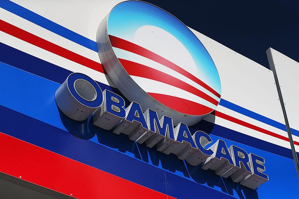 ΗΠΑ: O Τραμπ επιχειρεί με διάταγμα να καταργήσει το Obamacare