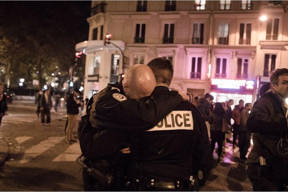 Δύο νεκροί αστυνομικοί από ένοπλη επίθεση στο Παρίσι (Βίντεο)