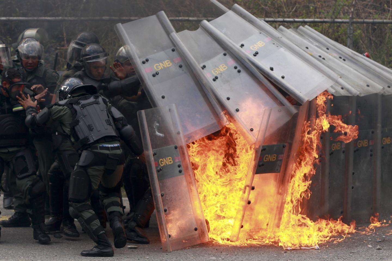 Συνεχίζονται οι ταραχές στην Βενεζουέλα (Βίντεο)