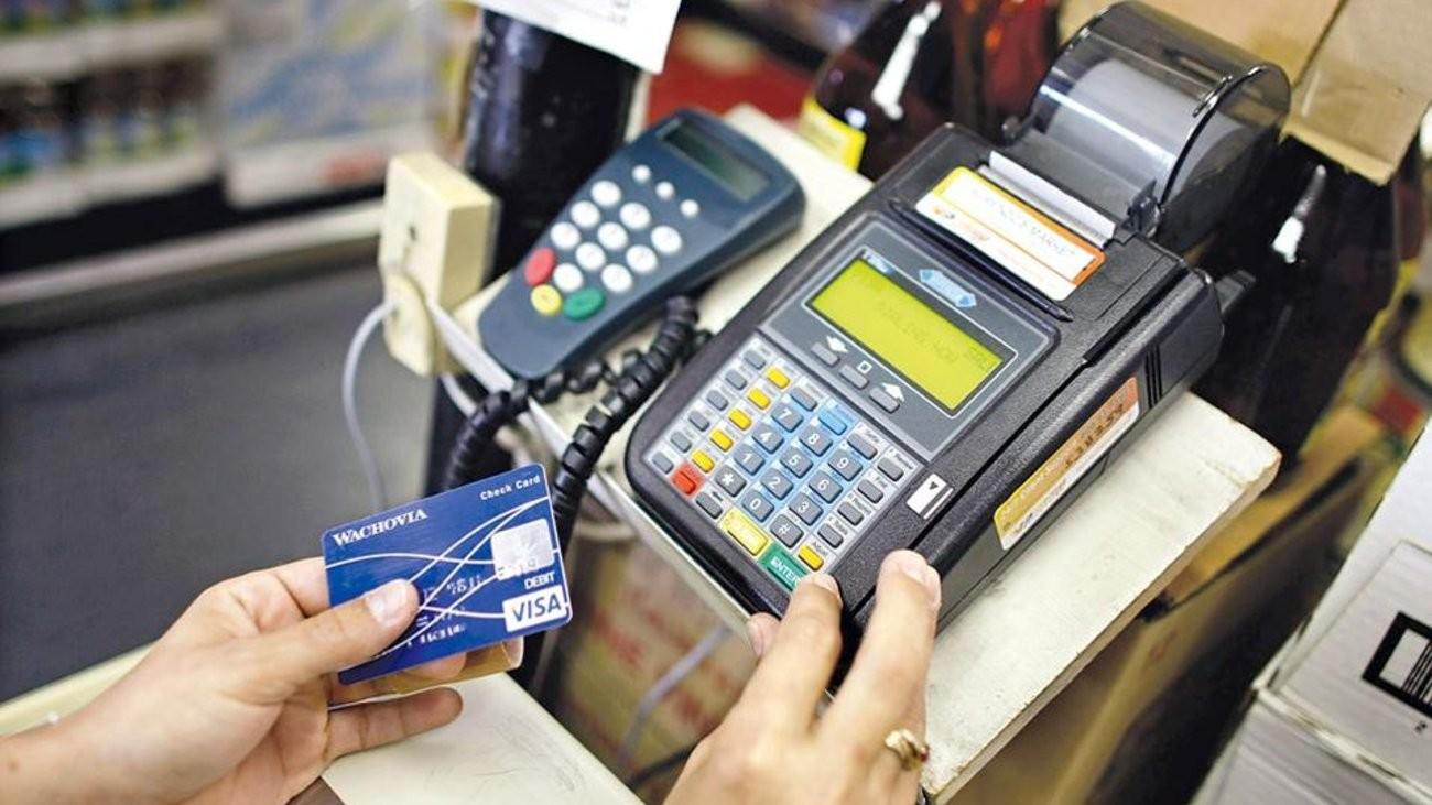 Έρευνα: Πόσοι Έλληνες προτιμούν το «Πλαστικό χρήμα»