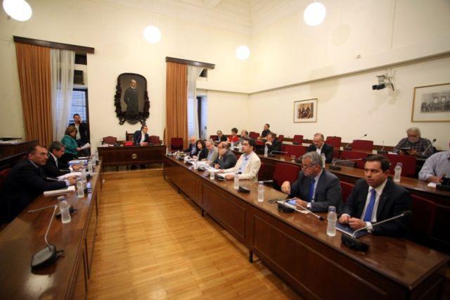 Τη βίαιη προσαγωγή του πρώην διευθυντή του ΚΕΕΛΠΝΟ αποφάσισε η Βουλή