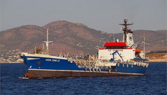 Ρύπανση στον Σαρωνικό: Κομμάτια πετρελαιοκηλίδας στη Φρεαττύδα!