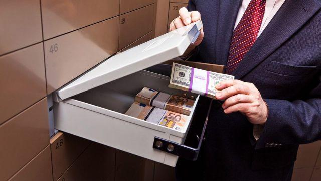 Έλεγχος συναλλαγών από 1.000 ευρώ! Δρακόντεια μέτρα για το μαύρο χρήμα