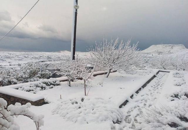 Στο έλεος του χιονιά η χώρα - Δύο νεκροί από την κακοκαιρία