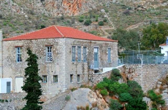 Το παλαιότερο σε λειτουργία σχολείο της Ελλάδας επισκευάζεται!
