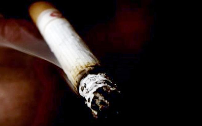 Τσουχτερά πρόστιμα σε καπνίζοντες και ατμίζοντες