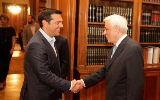 Τον Παυλόπουλο βλέπει ο Τσίπρας για το Κυπριακό