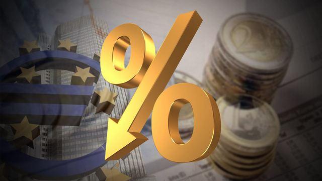 ΤτΕ: Πτώση στα επιτόκια νέων καταθέσεων και δανείων