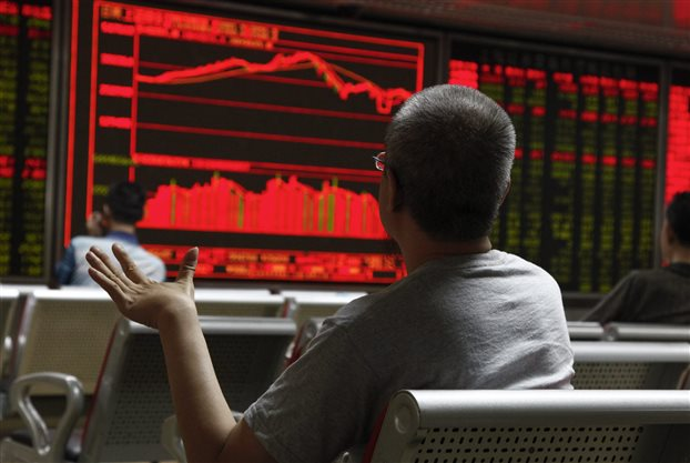 Τα hedge fund παίρνουν ρεβάνς, βυθίζονται οι τραπεζικές μετοχές