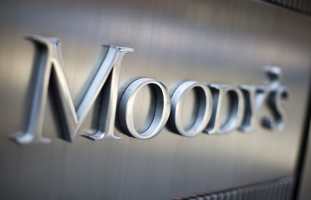 Moody's: Credit positive η χαλάρωση των capital controls
