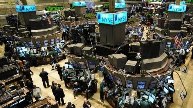 Oριακές μεταβολές στη Wall Street - Νέα βουτιά στο πετρέλαιο