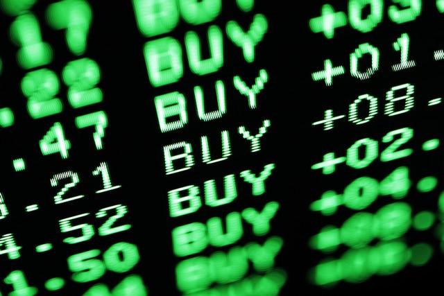 Μισογεμάτο το ποτήρι των αγορών, σε τροχιά ανάκαμψης το ΧΑ