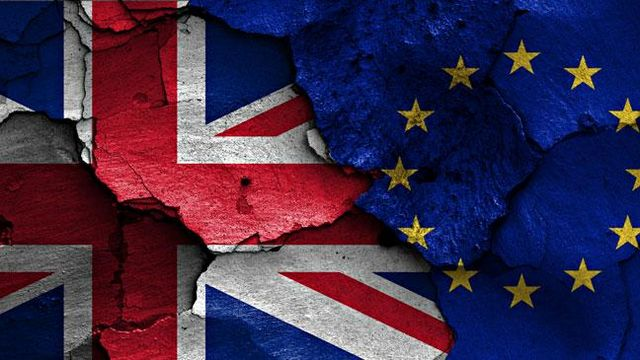 Brexit: Ο Μπαρνιέ ζητά σαφήνεια μετά την ομιλία της Μέι