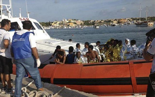 Ιταλία: Eντοπίστηκε πλοιάριο με πρόσφυγες που είχε εκπέμψει SOS