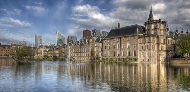 Η Mitsubishi UFJ μετακομίζει Άμστερνταμ λόγω Brexit