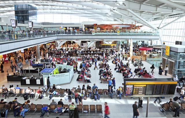 Ένας νεκρός  από τη σύγκρουση οχημάτων στο αεροδρόμιο Heathrow του Λονδίνου