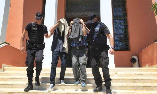 Η Δικαιοσύνη αποφασίζει για την τύχη των 8 Τούρκων εν μέσω καταγγελιών για βασανισμούς