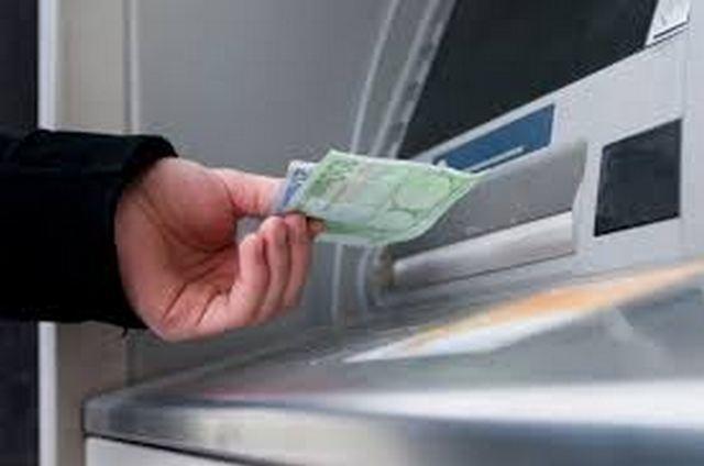 Καταθέσεις από την Πέμπτη σχεδιάζει το ΥΠΟΙΚ - Αύριο η απόφαση για τις τράπεζες