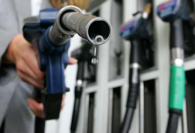 Βενζίνη που… καίει: 15% ακριβότερη από την Γερμανία!