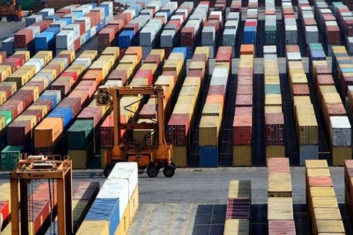 Κατά 15,1% συρρικνώθηκε το εμπορικό έλλειμμα το 2015