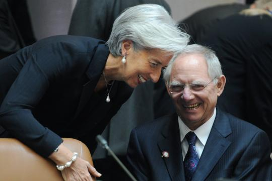 ΔΝΤ: Κόψτε χρέος ή συντάξεις