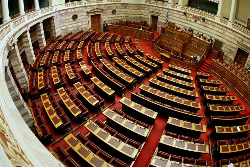 Με τη διαδικασία του κατεπείγοντος στη Βουλή το ν/σ για τη διανομή του κοινωνικού μερίσματος