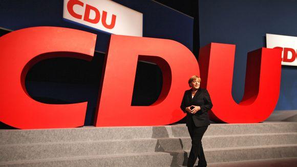 Φλερτάρει με την πλειοψηφία χάρη στην Ελλάδα το CDU/CSU