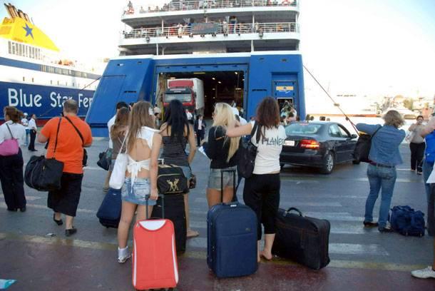 Τεράστια κίνηση στον Πειραιά - Φεύγουν για Δεκαπενταύγουστο
