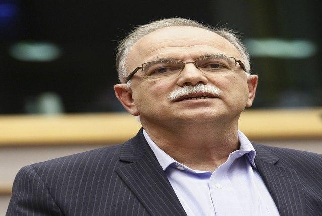 Παπαδημούλης στην Handelsblatt: Σε διπλή πρόκληση η κυβέρνηση ΣΥΡΙΖΑ