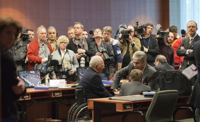 Ο ESM μπαίνει εγγυητής στα δάνεια της Ελλάδας από το ΔΝΤ