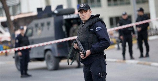 Πυροβολισμοί έξω από αστυνομικό τμήμα στην Τουρκία