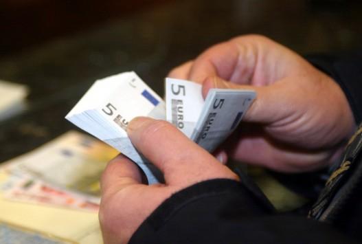 Ζητούν εξόφληση τοις μετρητοίς για να μην χάσουν τα λεφτά τους