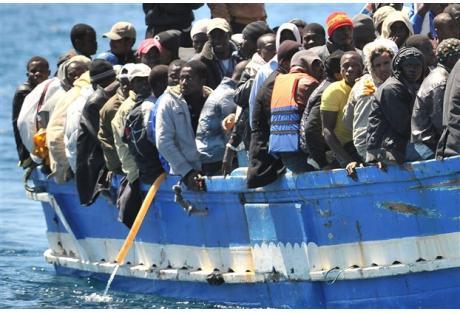 Ινδία: Τουλάχιστον 15 νεκροί από βύθιση πλοίου