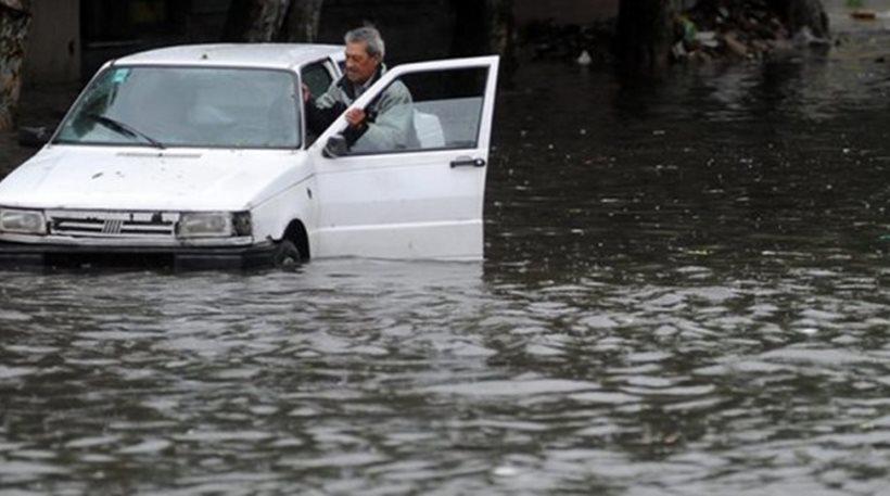 Έκτακτο: Πλημμύρες στη Νέα Πέραμο, εγκλωβισμένοι οδηγοί