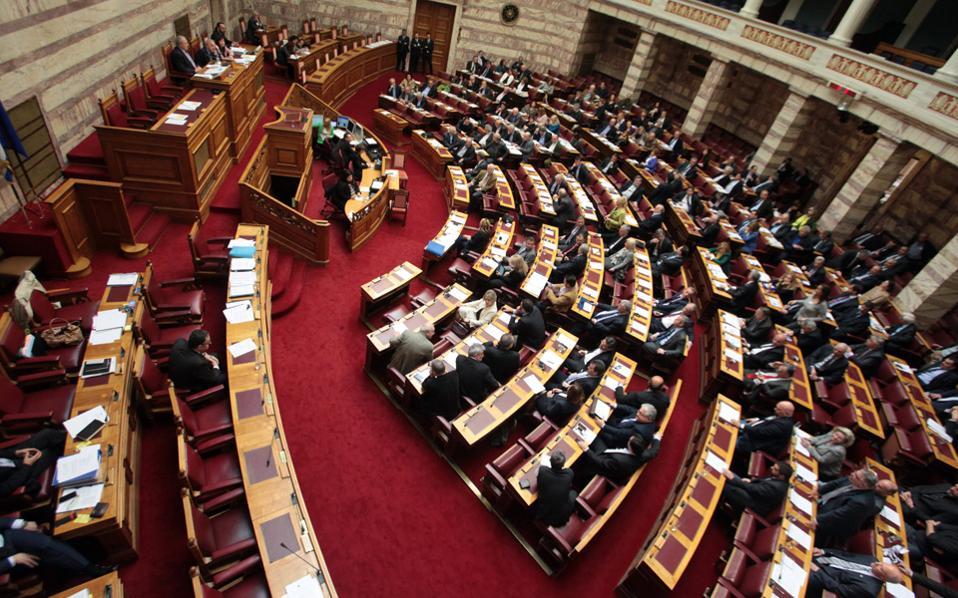 Βουλή: Αντιπαράθεση Αχτσιόγλου - Βρούτση στη διάταξη για την απεργία