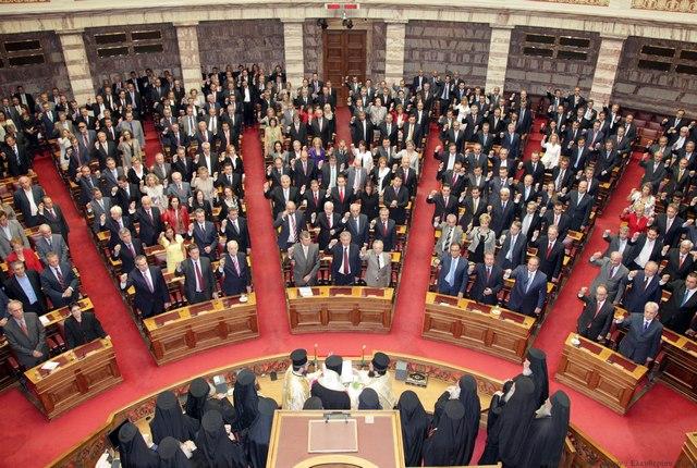 Πόσο αξίζουν 13 ψήφοι στη Βουλή;