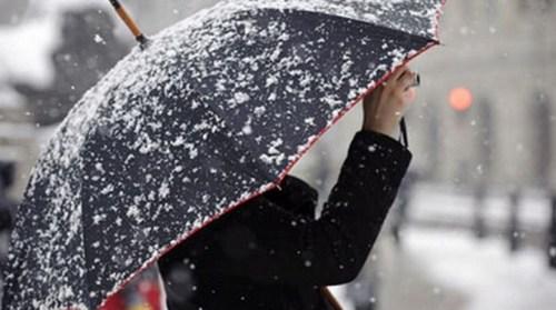 Χιονίζει και στο κέντρο της Αθήνας, επιδείνωση του καιρού