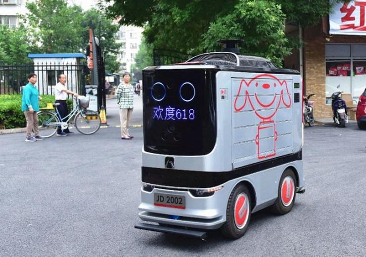Κίνα: Ρομπότ-«ντελιβεράδες» στους δρόμους του Πεκίνου!